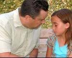 با فرزندتان درباره اتفاقات مدرسه حرف بزنید