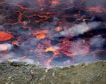 سفر عکاس شجاع به اعماق آتش فشان فعال + تصاویر