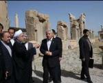 دست نوشته رییس جمهور در دفتر یادبود تخت جمشید و آرامگاه حافظ