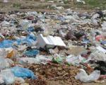 دختری با دست وپای بسته در میان زباله ها