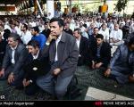 نماز نشسته احمدی نژاد در آخرین نماز جمعه