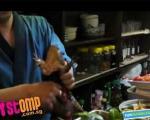 خوردن قورباغه زنده در یک رستوران ژاپنی !+تصاویر