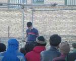 اعدام مجرم 20 ساله در ملاءعام در سمنان (+عکس)