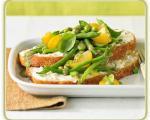 سالاد نان و دانه های سویا