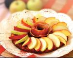 طرز تهیه ی کوکوی سیب درختی