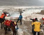 آبشار یخ زده هوکو + عکس