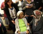 پیرزن ۹۹ ساله، ۸۰ سال پس از دیپلمش، با لیسانس علوم اجتماعی، فارغ التحصیل شد(+عکس)