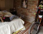 دوچرخهسواری عجیب از وسط خانهها!