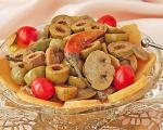 طرز تهیه ی ترشی قارچ و زیتون