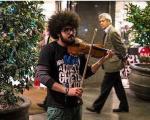 نوازندگان و هنرمندان خیابانی گدا نیستند!