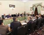 عکسهایی از یکی از متهمان فساد بزرگ در جلسات مهم دولتی