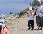 """"""" نهی از منکر"""" روحانیون ترکیه به زنان در سواحل توریستی(+عکس)"""