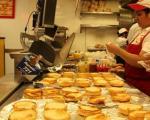 (تصاویر) خوردن 26 همبرگر در 10 دقیقه!