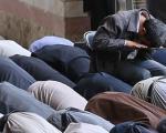 احمدینژاد نماز امروز خود را نشسته خواند(عکس)