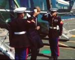 جنجال سلام نظامی اوباما با لیوان چای(+عکس)