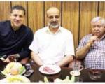 ملاقات علی دایی و خواننده محبوب پاپ در یک چایخانه (+عکس)