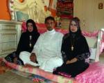 ازدواج مردی با ۲ دختر در یک شب+ عکس