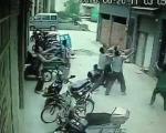 لحظاتی نفس گیر از سقوط یک دختر چینی از طبقه پنجم +تصاویر