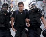 درخواست 7 سال زندان برای عکاس ایتالیایی ناآرامی های میدان تقسیم(+عکس)