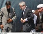 محمود احمدی نژاد در مسیر میرحسین موسوی