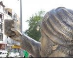 مجسمه عجیب ترکیهای که از خود سلفی میگیرد+تصاویر