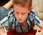 تصویر کودکی با دستان آینهای/ درمان یک مورد نادر سرطان