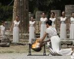 زنان یونانی در مراسمی خاص و با شکوه مشعل المپیک 2012 را روشن کردند +تصویر