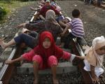 تصاویر: شفا بخشی ریل قطار در اندونزی!