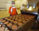 کشف 14 تن سنگدان فاسد در کارخانه تولید همبرگر