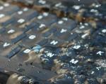 خشک کردن لپ تاپ بعد از ریختن مایعات روی کیبرد