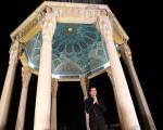 عکس: حافظ ناظری در آرامگاه حافظ شیرازی