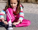 چطور به کودکان بستن بند کفش را آموزش دهیم؟