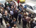 تجمع مردم مقابل موسسه مالی ثامنالحجج در خمینیشهر