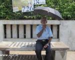 4 سال اعتراض با خوردن آب و نان +عکس