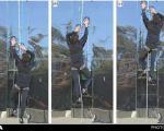 دستکش مرد عنکبوتی برای بالا رفتن از دیوار شیشهای