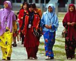 مجازات زنان بدحجاب مالزی در ماه رمضان/ یک سال زندان و 600 دلار جریمه