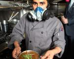 غذای عجیبی که پختنش نیاز به ماسک دارد!+عکس