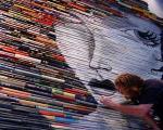 نقاشیهای خلاقانه یک هنرمند برروی کتابها!