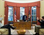 لحظه ای که جان کری خبر توافق هسته ای را به اوباما داد+عکس