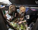 انسانهای زباله خوار در کانادا +عکس