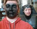 تصاویر خندهدار مردی که از جنس موزه شد!