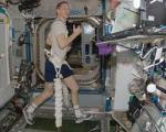 فضانوردان چگونه در شرایط بیوزنی، وزنه میزنند؟
