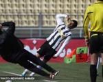 عکس/ خودکشی در زمین فوتبال !