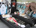 عکس: جشن تولد قایقران بر سر مزارش