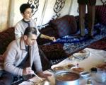 محمدرضا و فرح درحال خوردن آبگوشت +عکس