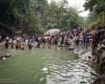 عکس: شنا و شیرجه در آبشار شیر آباد