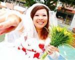 دختری که با خودش ازدواج کرد/ عکس