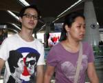 شک مالزی به دومسافر هواپیمای ناپدیدشده/ خانواده های مسافران هواپیمای سقوط کرده مالزی (عکس)