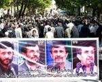 دو تصویر از حاشیه سفر احمدی نژاد به اصفهان/ تشبیه احمدی نژاد به گردو