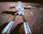 نخستین روبات چینی در ماه +عکس
